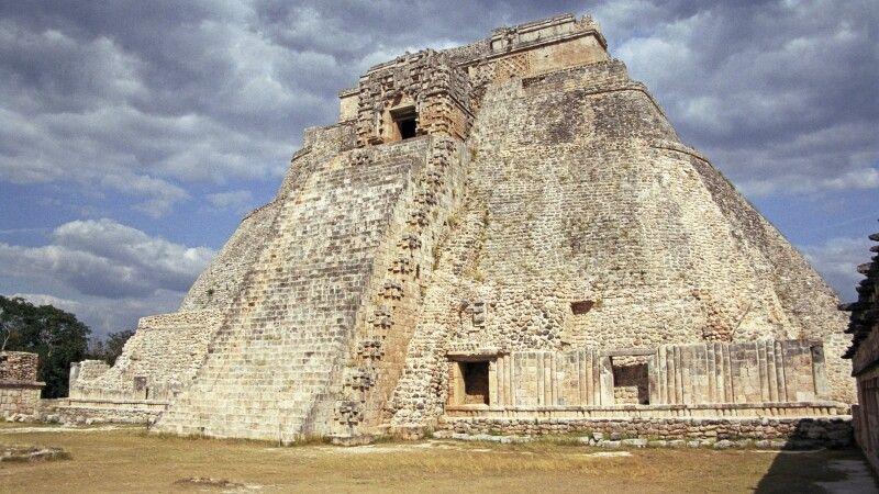 Pyramide des Zauberers in Uxmal, Yucatan, Mexiko © Diamir